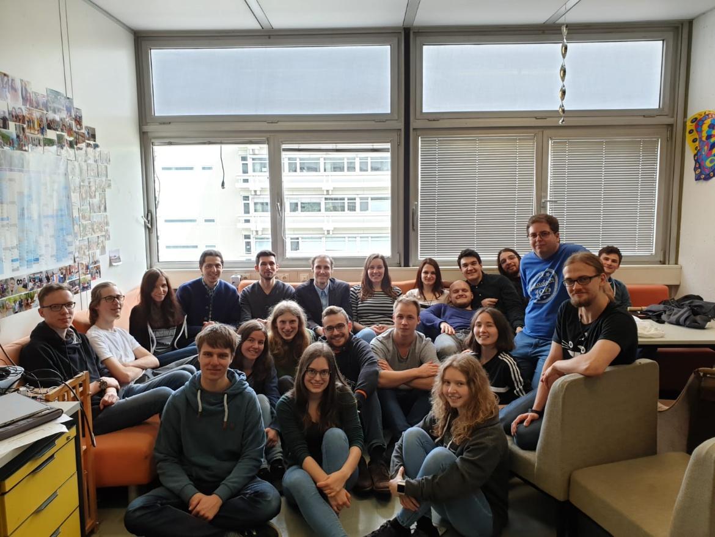 Die Mitglieder der Fachgruppe im Gruppenraum 8. Stock