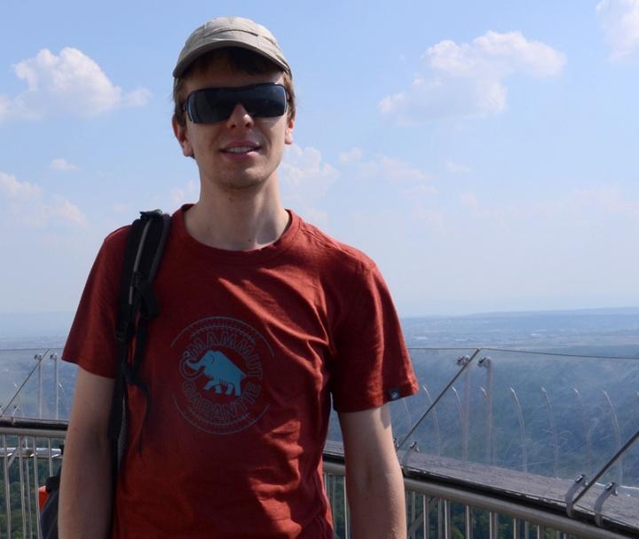 Thomas Nagy in front of the skyline of Stuttgart