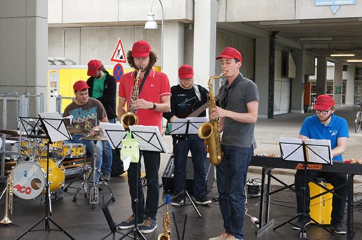Sommerfest mit Gegrilltem, Fassbier und Musik (c)